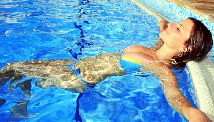 Soñar que te bañas en una piscina