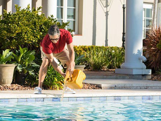 Qué cloro es mejor para la piscina