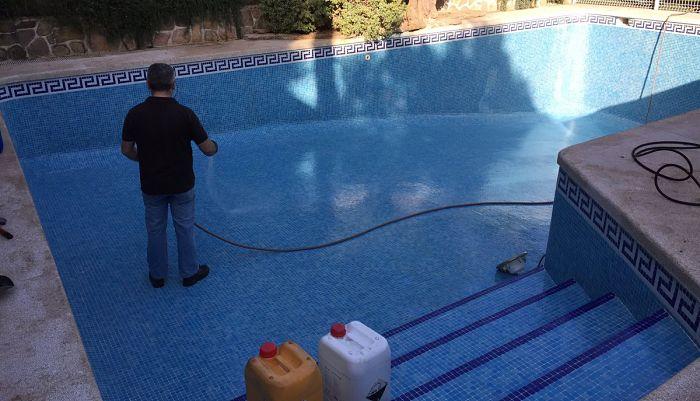Limpieza profunda a la piscina