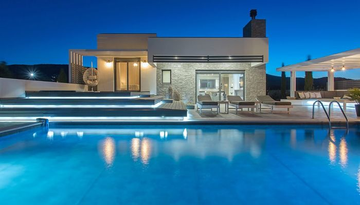 Como iluminar una piscina