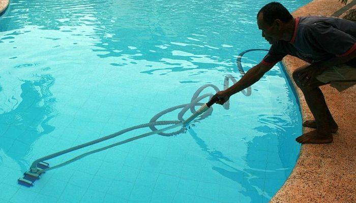 Cómo conectar el limpiafondos de piscina
