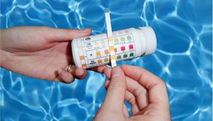 Medición-del-ph-en-el-agua-de-tu-piscina