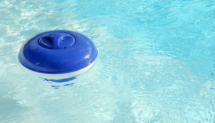 Cómo Tratar el Agua de las Piscinas