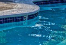 Como bajar el cloro combinado de una piscina