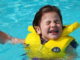 Qué Hacer Cuando un Niño Traga Agua en la Piscina